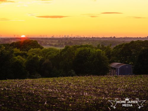 Sunset barn manton